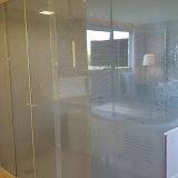 box de vidro jateado para banheiro Jardim do Vovô