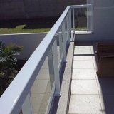 guarda corpo de vidro com alumínio branco Jardim Icaraí