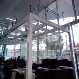 onde tem piso de vidro transitável para casa Jardim Leonor