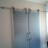 procuro por porta de vidro para banheiro Monte Mor